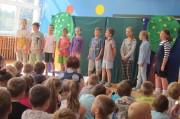 Występ tszkolnego teatrzyku Chochlik